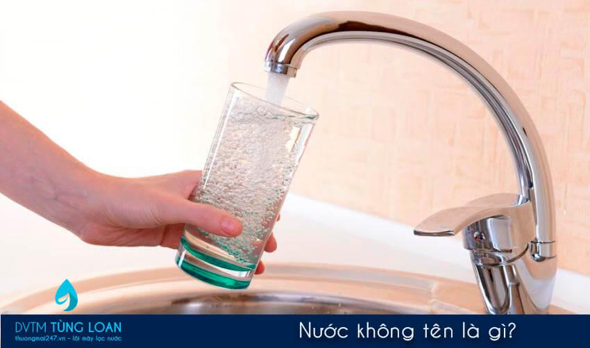 Nước không tên là gì?