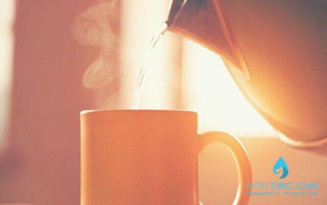 Nên uống nước ấm vào sáng sớm